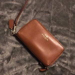 Brown Leather Coach Phone Wallet!